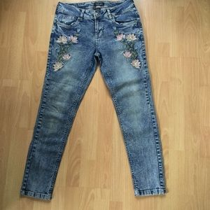 Sumo Embroidered 30 waist acid wash stretch jeans